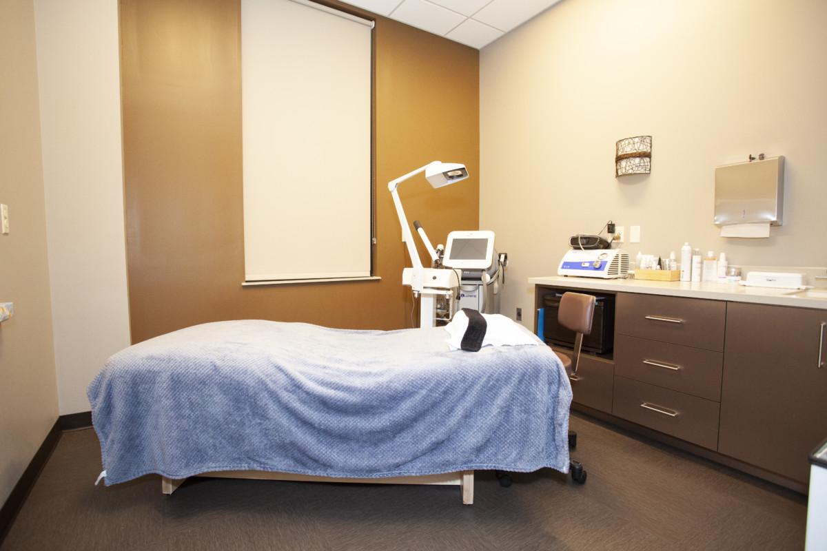 Dermatology Associates of West Michigan/Skin Renewal Centre